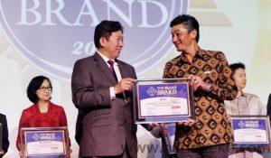 BOLT menerima Top Brand Award 2017