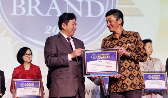 BOLT menerima Top Brand Award 2017